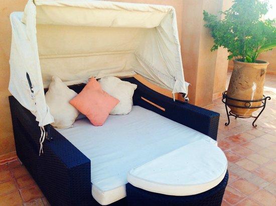Ksar Anika: One of the many lovely sunbathing beds