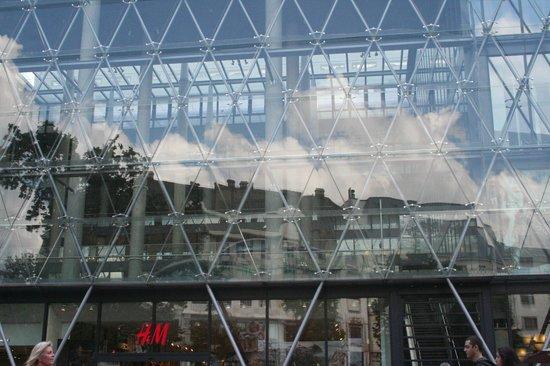 Vorosmarty Square (Vorosmarty ter): palazzo uffici