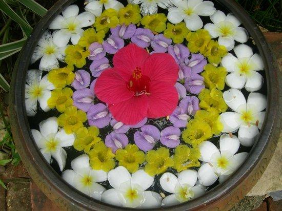 Rocky's Boutique Resort: Flower decoration