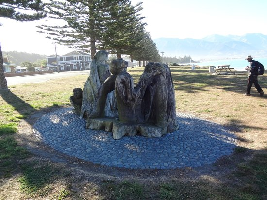 Bella Vista Motel Kaikoura: Garden of Memories near the beach