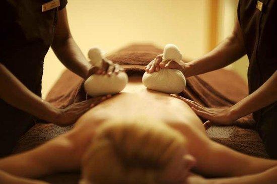 Hotel de France: Two therapist massage