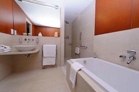 Hotel de France: Spa Room bathroom