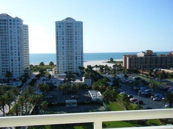 Clearwater Beach Marriott Suites on Sand Key: view towards beach from front door
