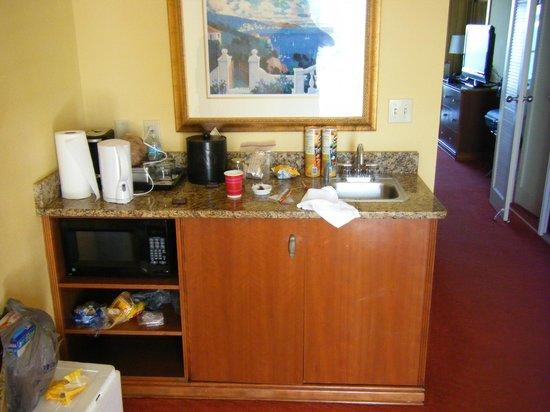 Clearwater Beach Marriott Suites on Sand Key: kitchen area
