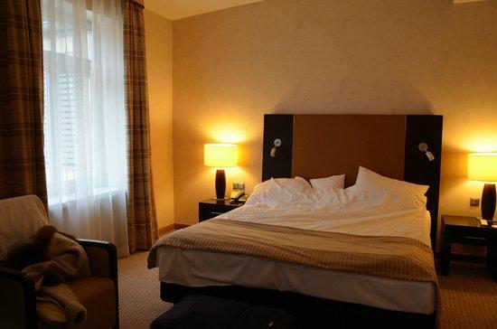 Polonia Palace Hotel: Просторный и тихий номер с комфортабельной кроватью