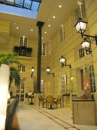 Polonia Palace Hotel: Это тоже receiption, есть русско-говорящий персонал