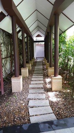 Banyan Tree Spa Sanctuary: Villa Entry