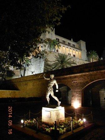 Palau de l'Almudaina at night