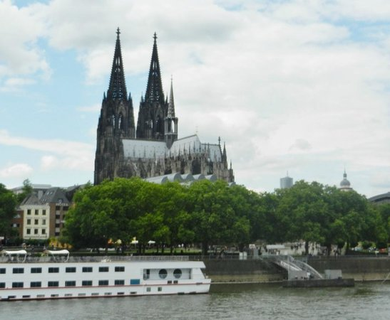 KD Day Cruises : View of the Dom from the Water