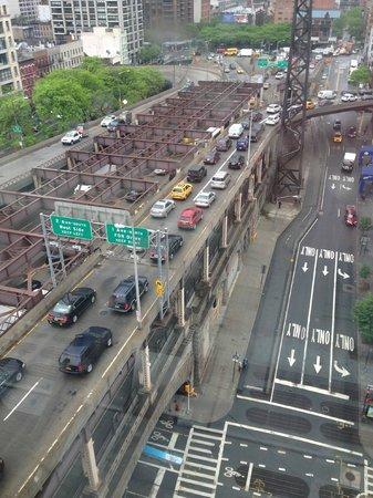 Roosevelt Island Aerial Tram: Manhattan view