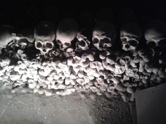 "Cimitero delle Fontanelle : ""capuzzelle"""