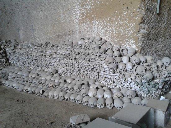 Cimitero delle Fontanelle: Ingresso 2