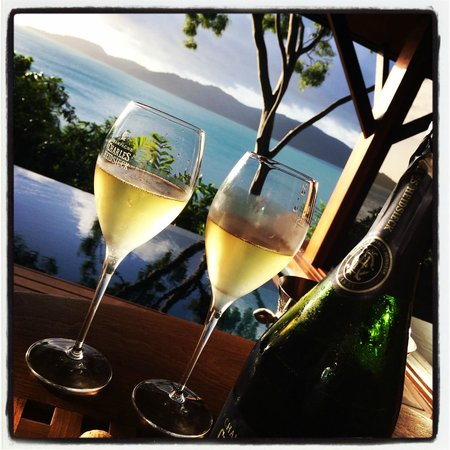 Qualia Resort: Bubbles on our verandah!