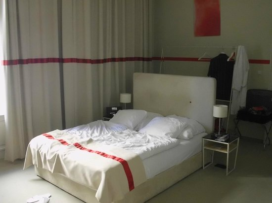 Home Hotel: A very comfortable bed!