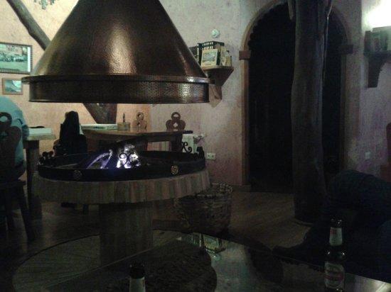 Posada Penas Arriba : chimenea en el salón