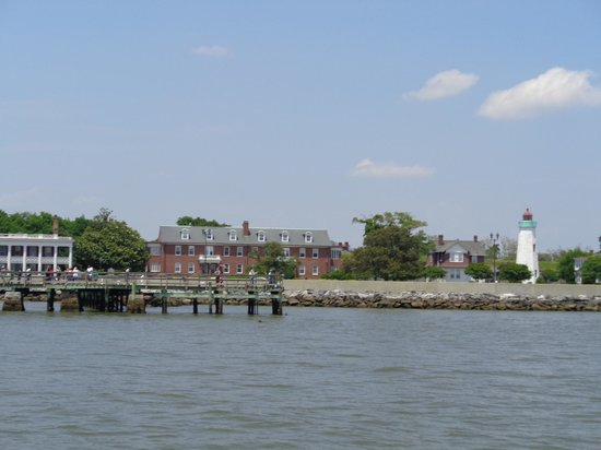 Miss Hampton II Cruises: View of Lighthouse from Miss Hampton II Cruise