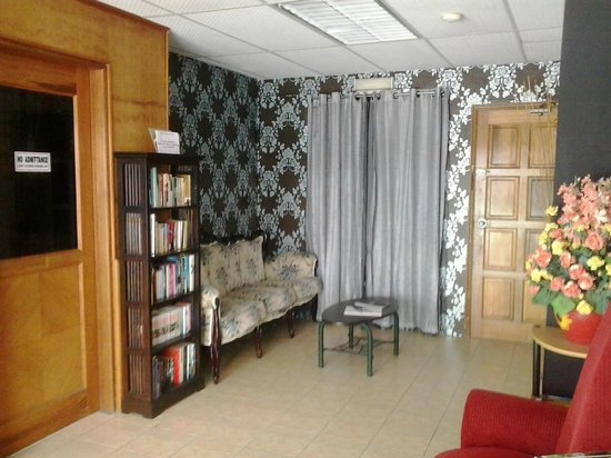Apek Utama Hotel: reception area