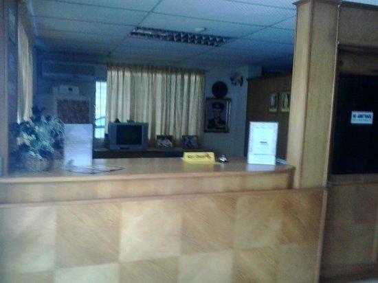 Apek Utama Hotel: reception