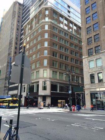 Andaz 5th Avenue: Hotel Exterior