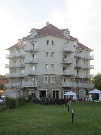 Costa Carilo Apart & Spa: Hotel Costa Carilo - L'hotel visto dal lato posteriore