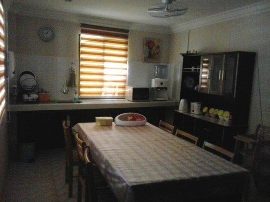 Apek Utama Hotel: self service kitchenette
