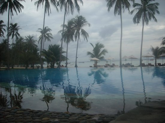 Phi Phi Island Village Beach Resort : Piscina