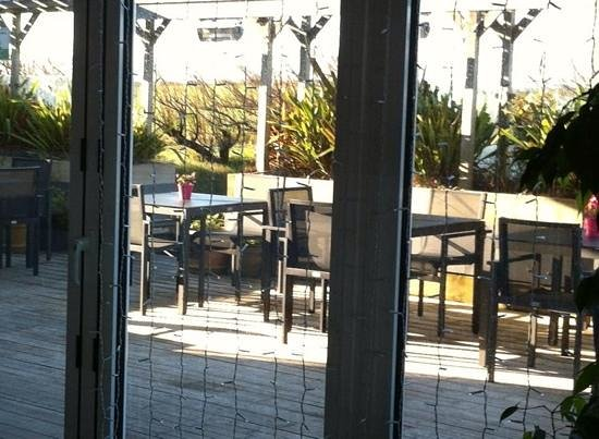 Elements Cafe Bar & Restaurant: decking area with new canopy rolled back
