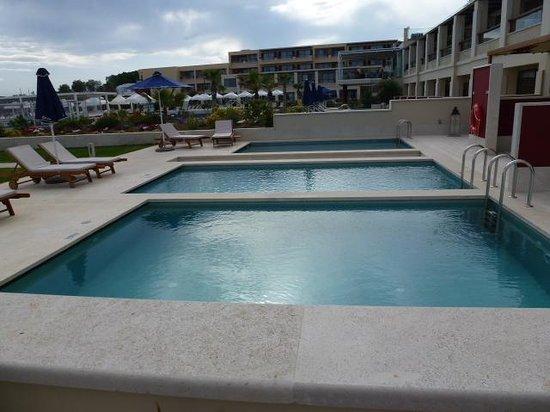 TUI SENSIMAR KALLISTON Resort & Spa by ATLANTICA: 3 individual pools - but no privacy