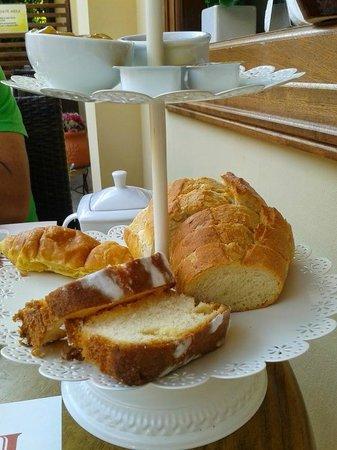 Pension Dafni: Breakfast in the yard