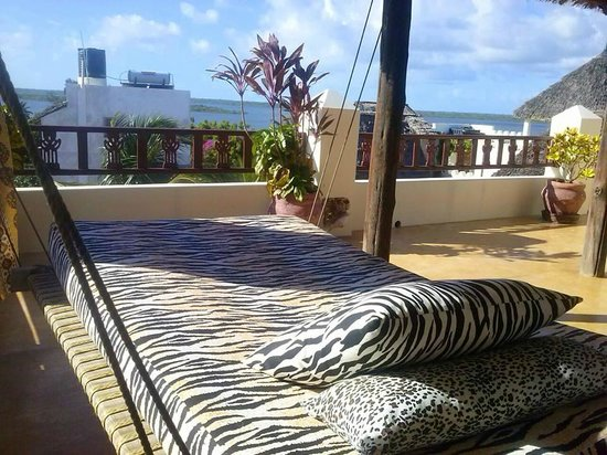 Msafini Hotel: The day bed on the 3rd floor balcony