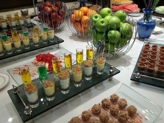 Copthorne Hotel Doha : Desserts in Desert