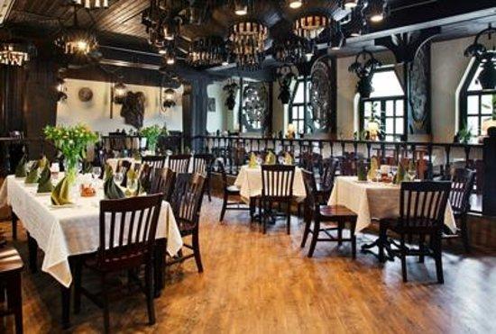 Salkhino : Интерьер ресторана Салхино. Большой зал