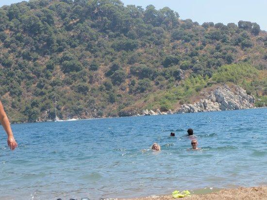 Icmeler Beach: Вот и мы залезли в воду:)