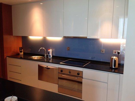 InterContinental Residence Suites Dubai Festival City: المطبخ