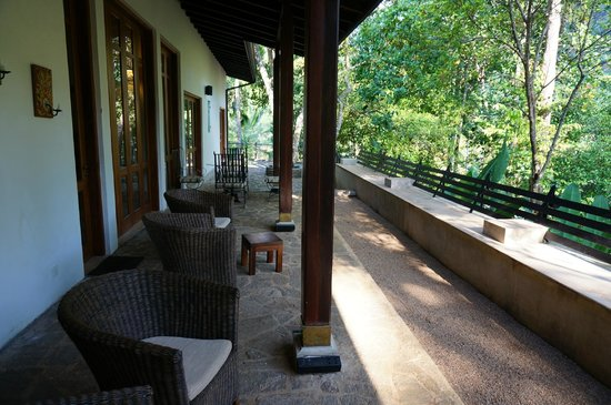 The Weir House : Outside sitting area