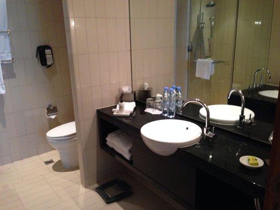 InterContinental Residence Suites Dubai Festival City: الحمام