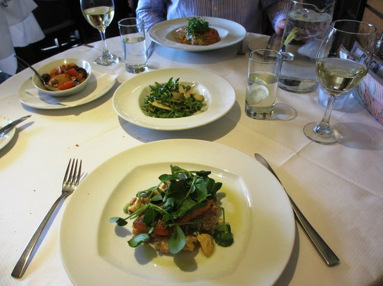 Mustard Seed Restaurant : Lovely lunch. Trout and Chicken with plenty of vegetables, side salad and fresh bread.