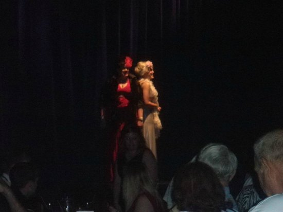 Capone's Dinner and Show: Awsome singing