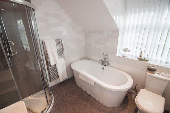 Ellerby Country Inn: Room 4 Bathroom