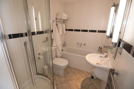 Ellerby Country Inn: Room 10 bathroom