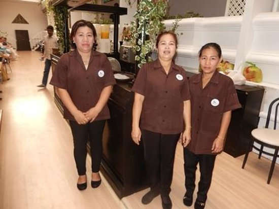 Check Inn Regency Park: The very courteous &  friendly breakfast ladies