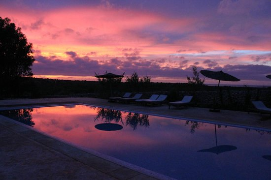 Villa Gonatouki : the pool at sunset