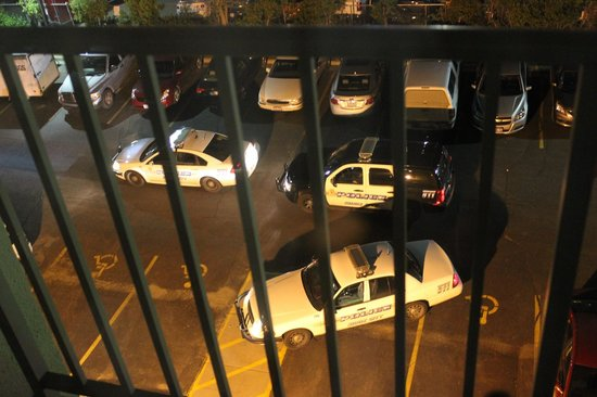 Holiday Inn Sioux City: Police cars out back in the middle of the night, after arresting a hotel patron