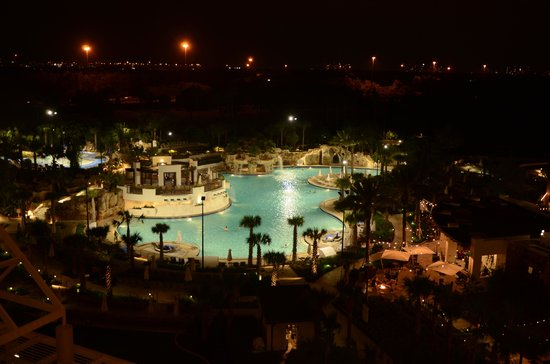 Orlando World Center Marriott: pool view at night