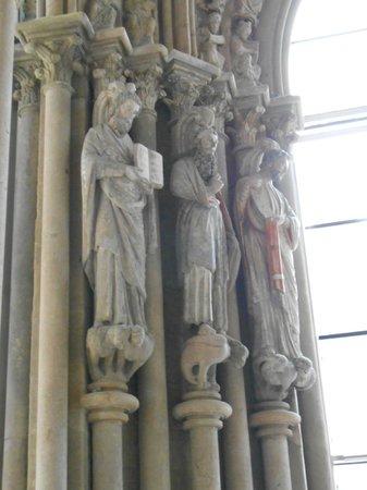 Cathédrale de Lausanne : Des statues encore colorées