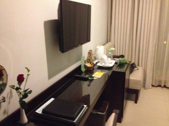 Vinh Hung Emerald Resort: Room - tv