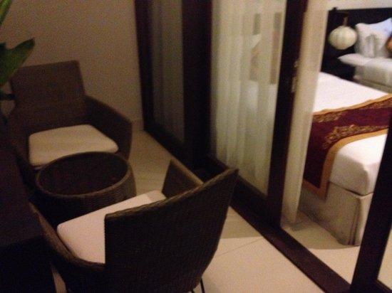 Vinh Hung Emerald Resort: Patio