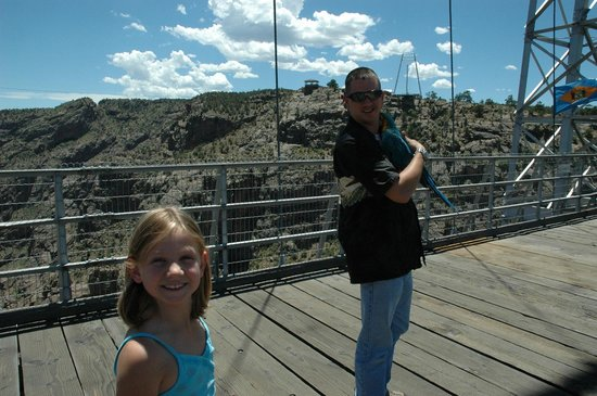 Royal Gorge Bridge and Park : Crossing the old wooden bridge (with our bird, the park is pet friendly)
