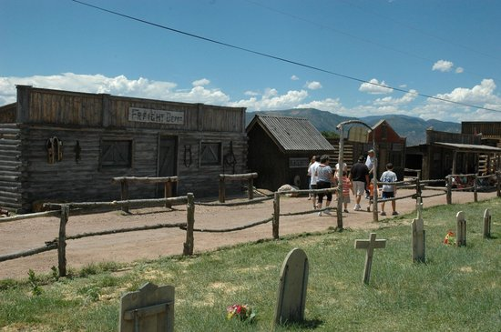 Royal Gorge Bridge and Park : headed to petting zoo