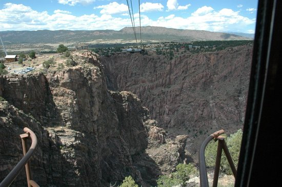 Royal Gorge Bridge and Park : Looking across where cable car is headed